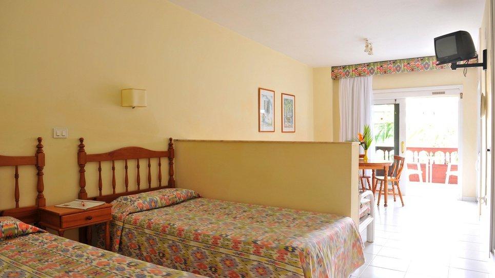 УБОРКА  В НОМЕРАХ Hotel Coral Teide Mar